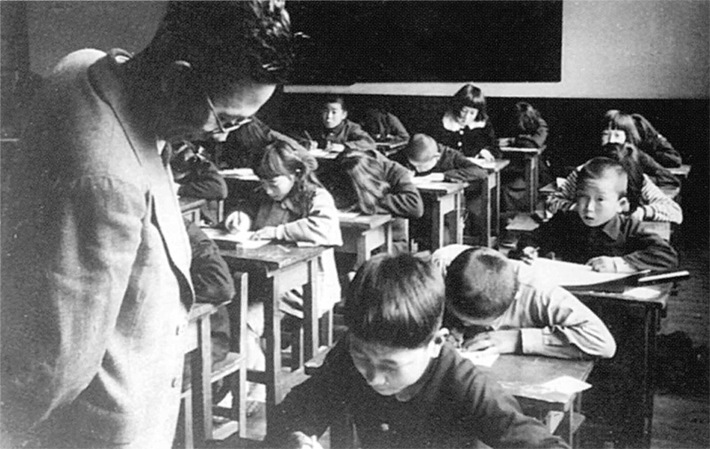 入学試験の様子(1952年)