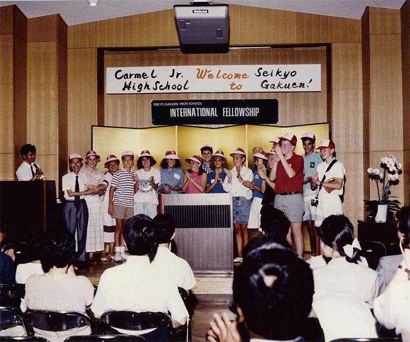 いまなお深い信頼に基づいた友好関係を続けているカーメル校と提携(1988年)